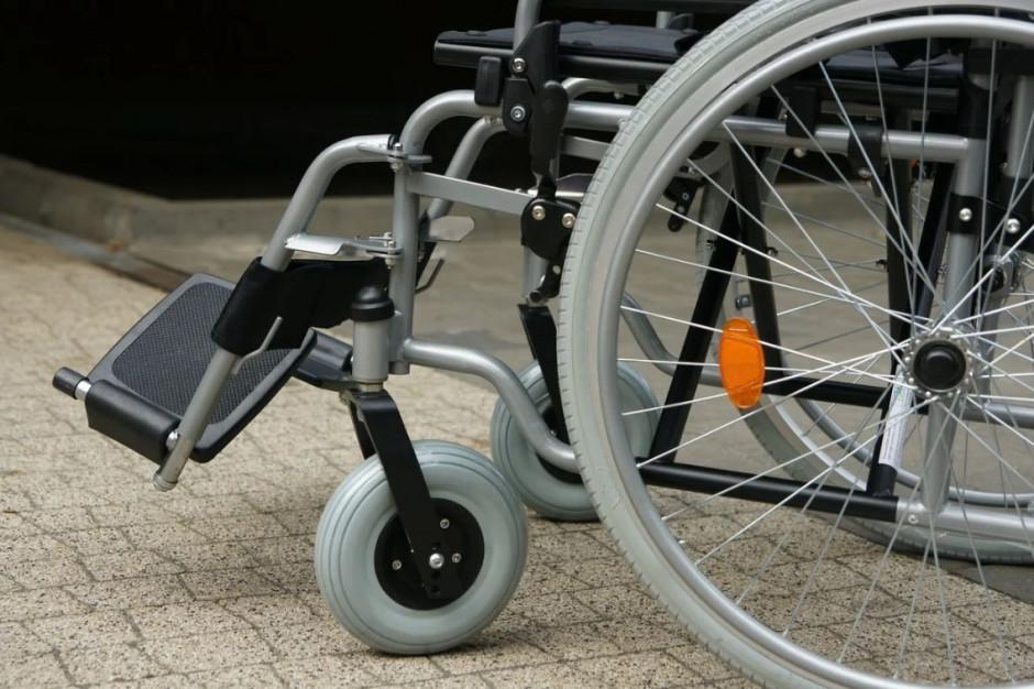 Niepełnosprawni wciąż z przeszkodami. NIK sprawdził Gdynię, Kartuzy i Tczew