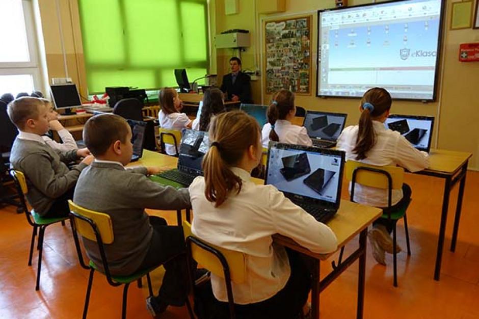 Cyfryzacja polskiej szkoły ma przyspieszyć. Nie chodzi tylko o nowy sprzęt
