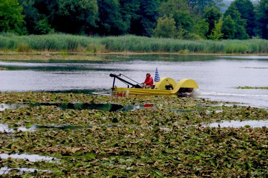 W Starachowicach oczyszczają zalew z wykorzystaniem unikalnej technologii
