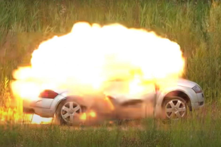 Youtuber wysadza samochód. Radny wkracza do akcji