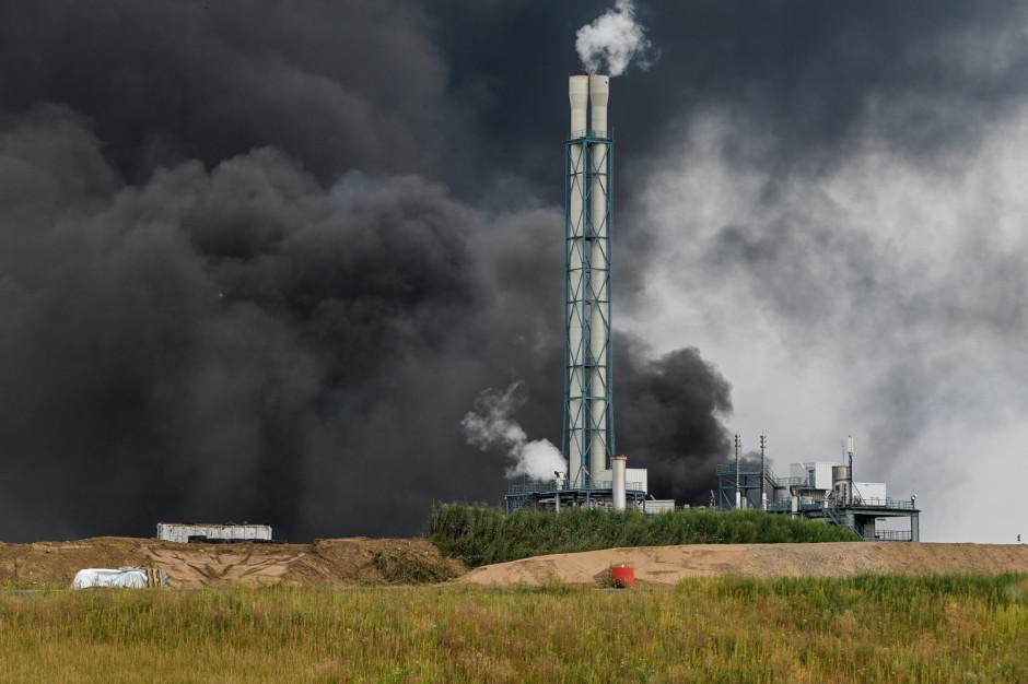 Chmura dymu po wybuchu w niemieckiej fabryce chemicznej. IMiGW monitoruje sytuację