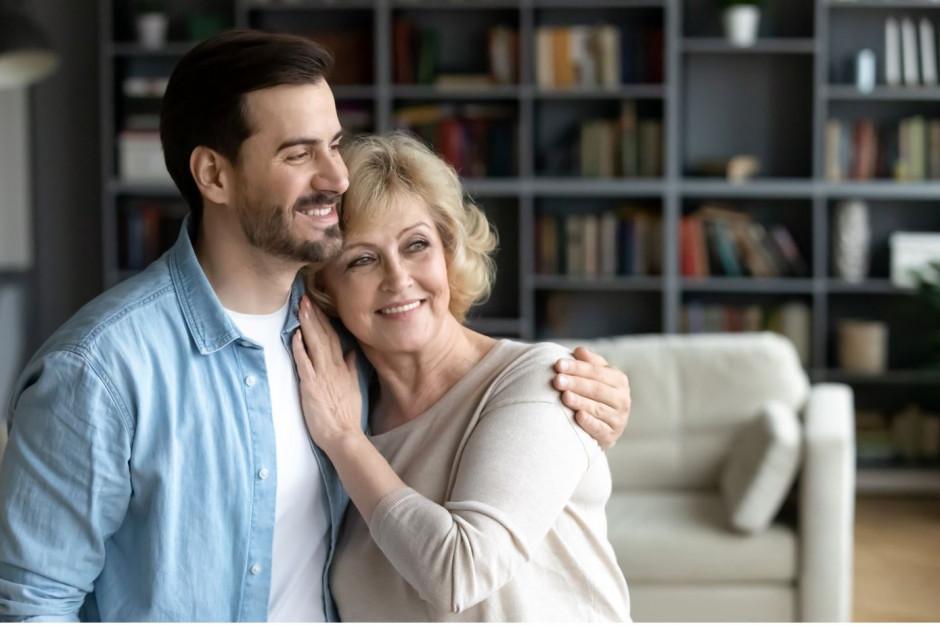 Najczęściej z rodzicami mieszkają Grecy, Chorwacji, Słowacy, Włosi i Maltańczycy. Polacy niewiele rzadziej