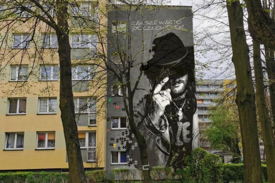Mural upamiętniający Ryszarda Riedla powstanie na tyskim bloku