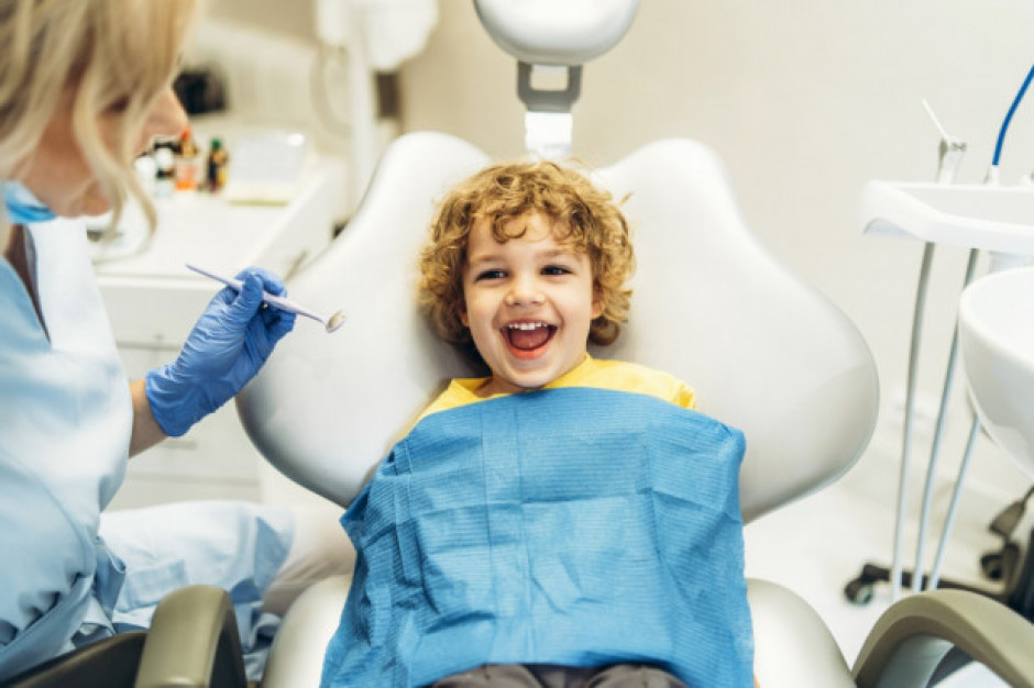 W tamtejszych szkołach w wakacje leczą dzieciom zęby