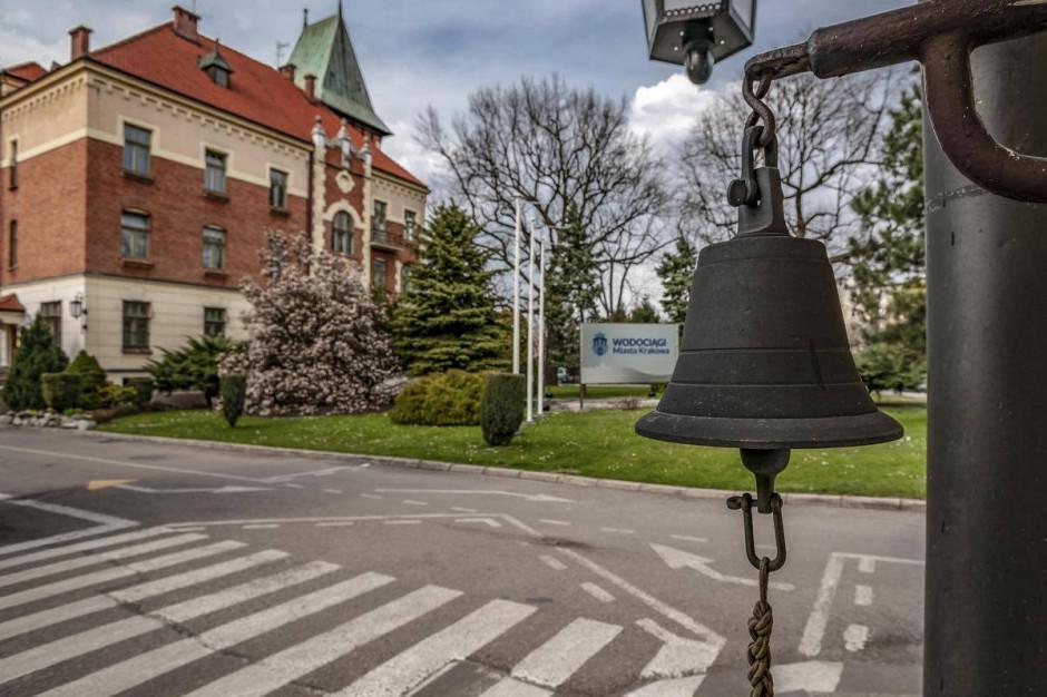 """""""To nie jest nasz hymn"""". Krakowskie wodociągi o hicie internetu"""