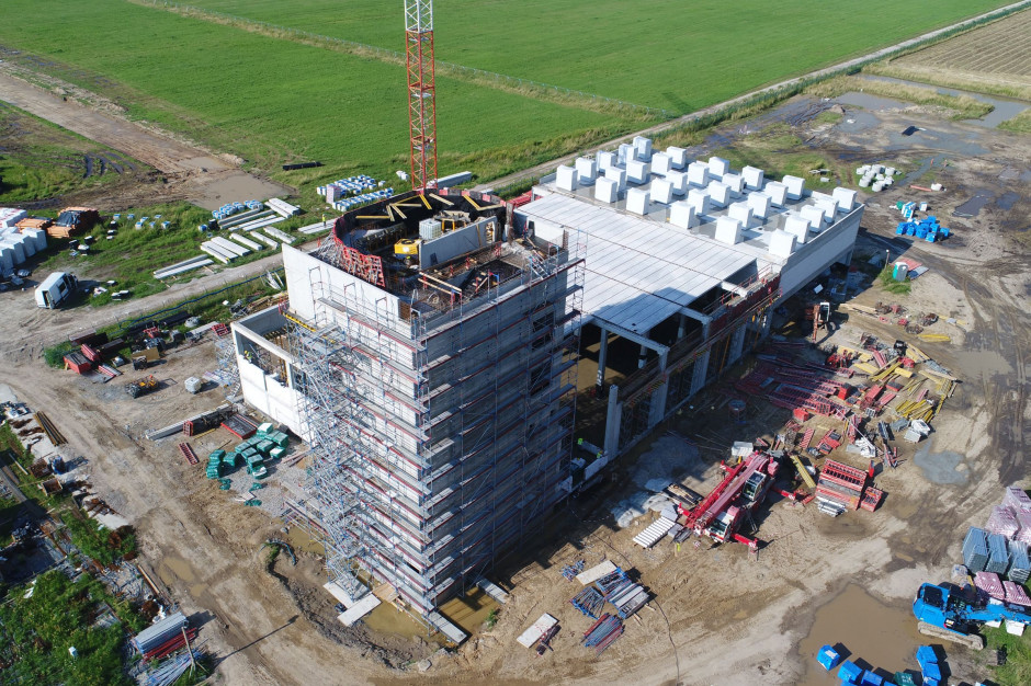 Trwa rozbudowa lotniska w Radomiu. Oto aktualny stan prac [ZDJĘCIA]