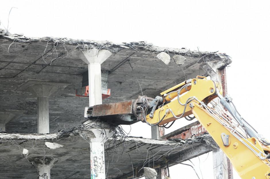 Znikają zabytkowe kamienice w Warszawie. Co na to ratusz i konserwator?