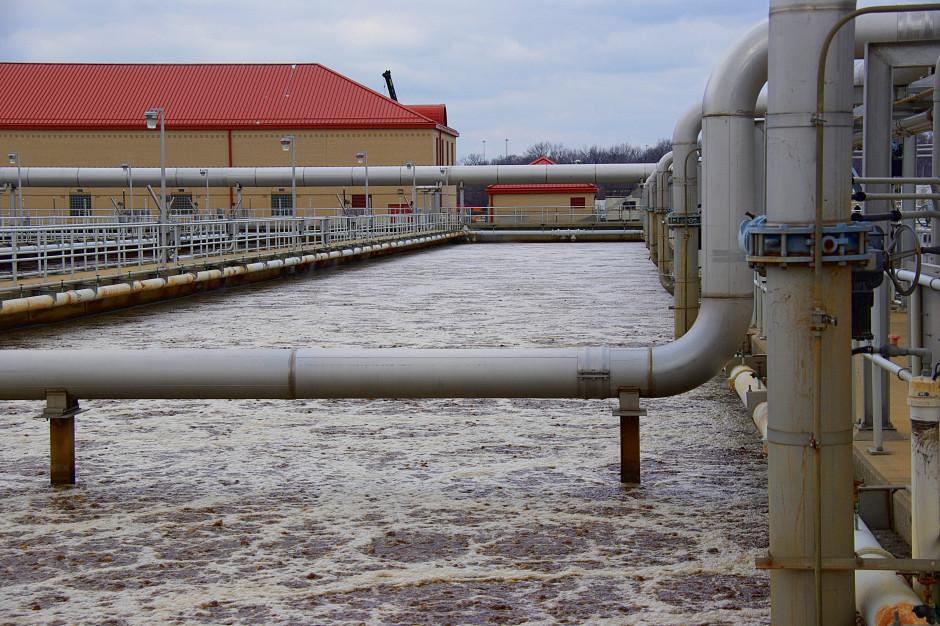 Odprowadzenie ścieków przemysłowych tylko za specjalną zgodą. Senat za zmianą Prawa wodnego