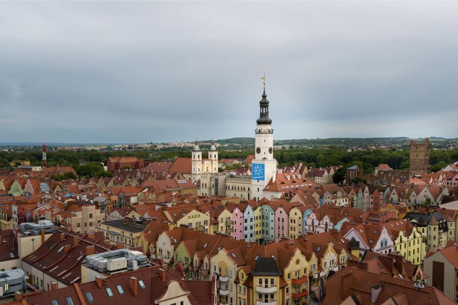 Fitch potwierdza obawy: Samorządy stracą na zmianach podatkowych PIT w Polskim Ładzie