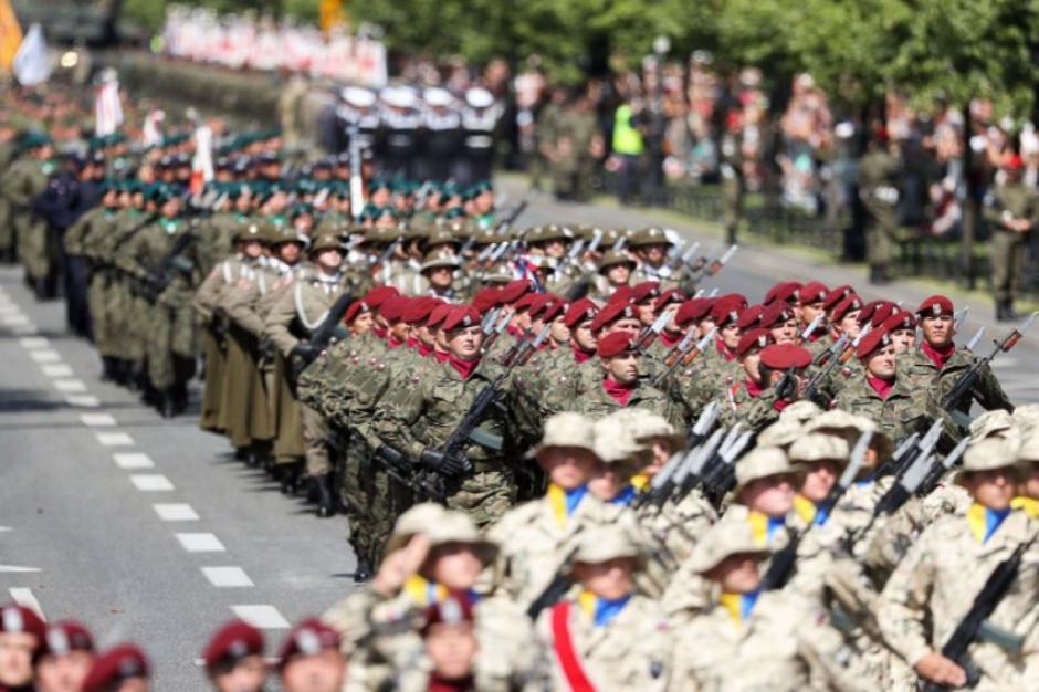 W niedzielę w Warszawie utrudnienia w związku ze Świętem Wojska Polskiego