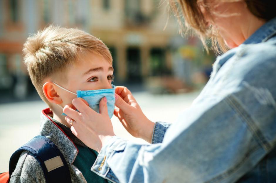 Dzieci powinny wrócić do szkoły 1 września, studenci powinni się szczepić