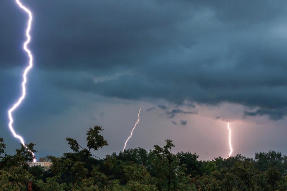 W części kraju noc burzowa i z przelotnym deszczem