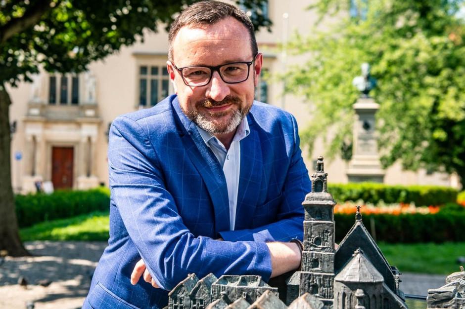 Wicemarszałek małopolskiego opuszcza klub radnych PiS przez uchwałę anty-LGBT