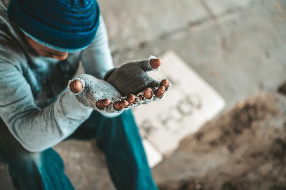 RPO apeluje: Miasta powinny wprowadzić Kartę praw osób bezdomnych