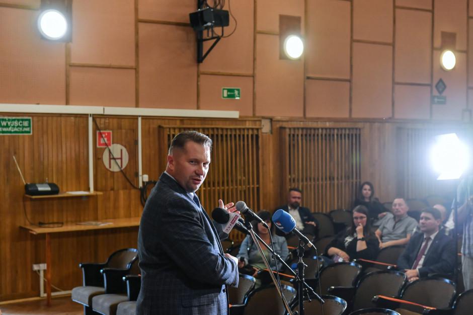 Minister Czarnek zapowiada termomodernizację tysiąca szkół