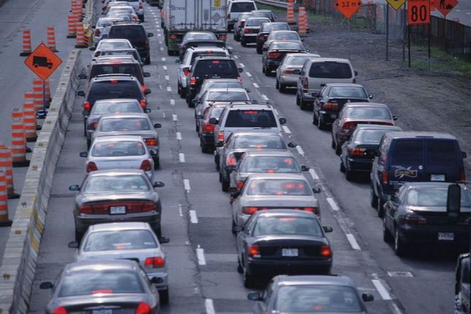 Polacy ruszyli w trasę. Korki przed bramkami na autostradzie