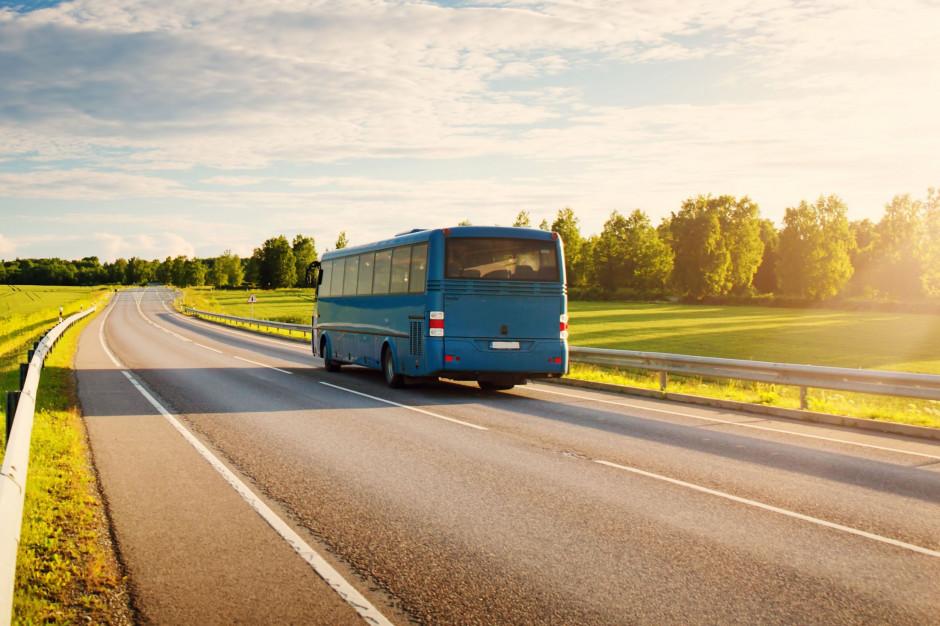 Niesprawny autobus wiózł dzieci na obóz