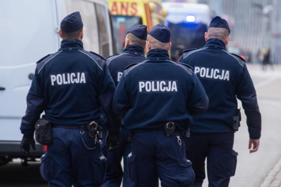 Warszawa: Rada Warszawy przyznała ponad 45 tys. zł na nagrody dla policjantów z prewencji