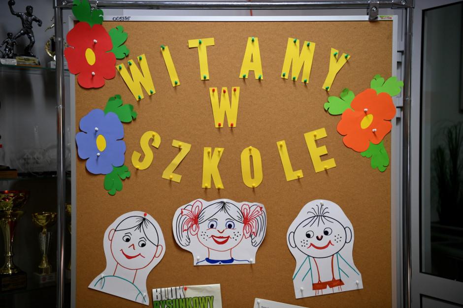 Polscy uczniowie lubią szkołę, ale tylko ci najmłodsi. Oto raport