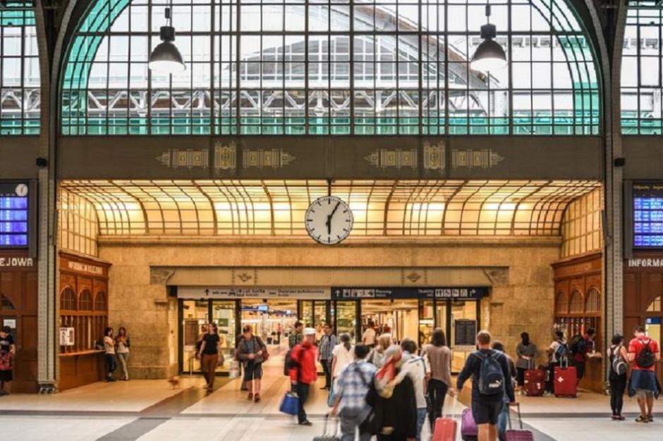 Wymiana pasażerska na dworcach kolejowych. W tych miastach obsłużono najwięcej osób