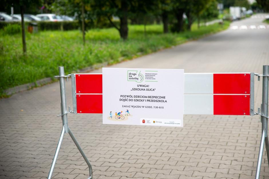 Pierwsza szkolna ulica w Warszawie. Miasto pilotażowo ogranicza ruch