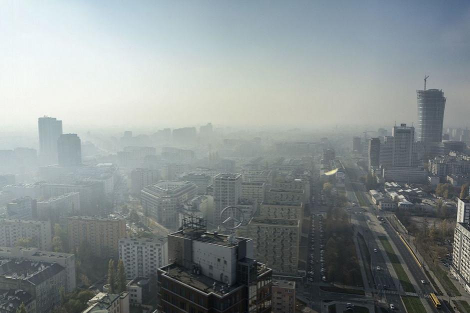 Aktywiści alarmują: Warszawa ma problem z wymianą kopciuchów