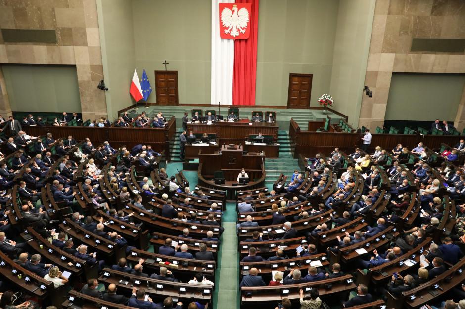 Sejm: Samorządy nie stracą na Polskim Ładzie. Opozycja: Inwestycje wyhamują