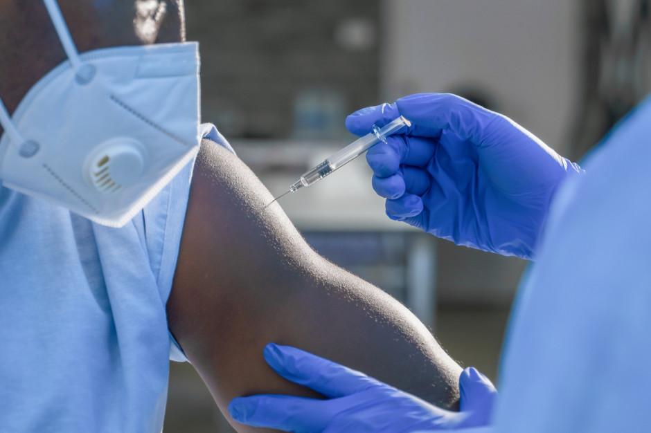 Ponad 19,24 mln osób w pełni zaszczepionych na koronawirusa