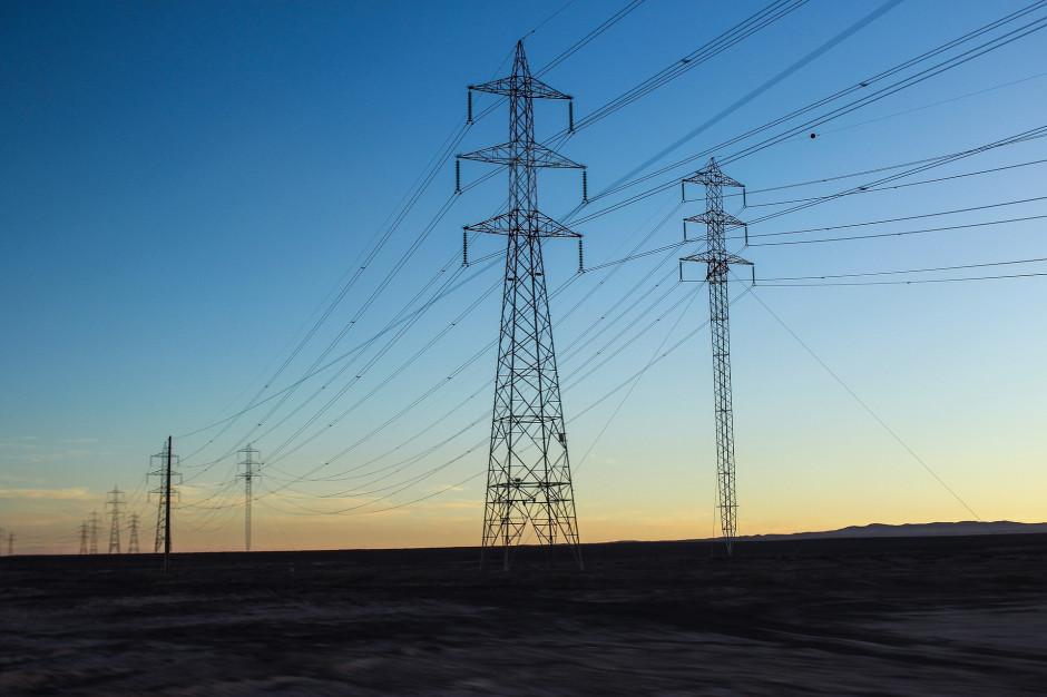 Kilka pomorskich gmin bez prądu po wichurach