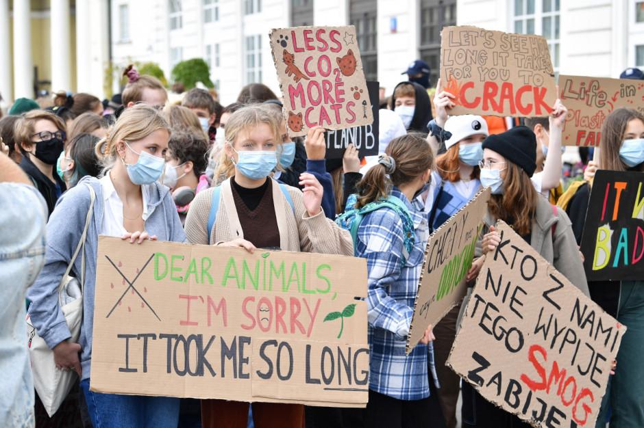 Młodzieżowy Strajk Klimatyczny na ulicach polskich miast