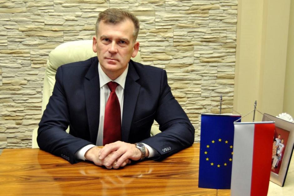 Stan wyjątkowy. Burmistrz Michałowa oferuje migrantom posiłki i schronienie