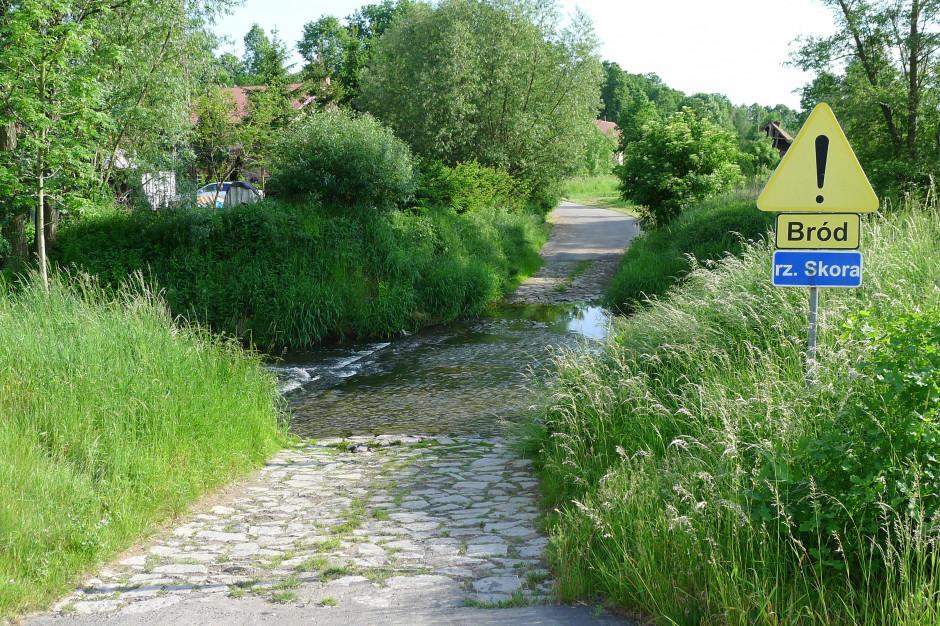 IMGW ostrzega: wezbranie rzeki Skora w okolicach Zagrodna