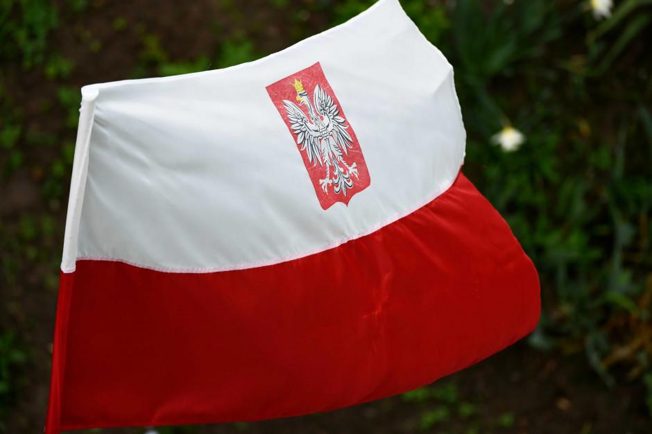 Flagi, herby i hymn Polski. Symbole państwowe czeka kilka zmian