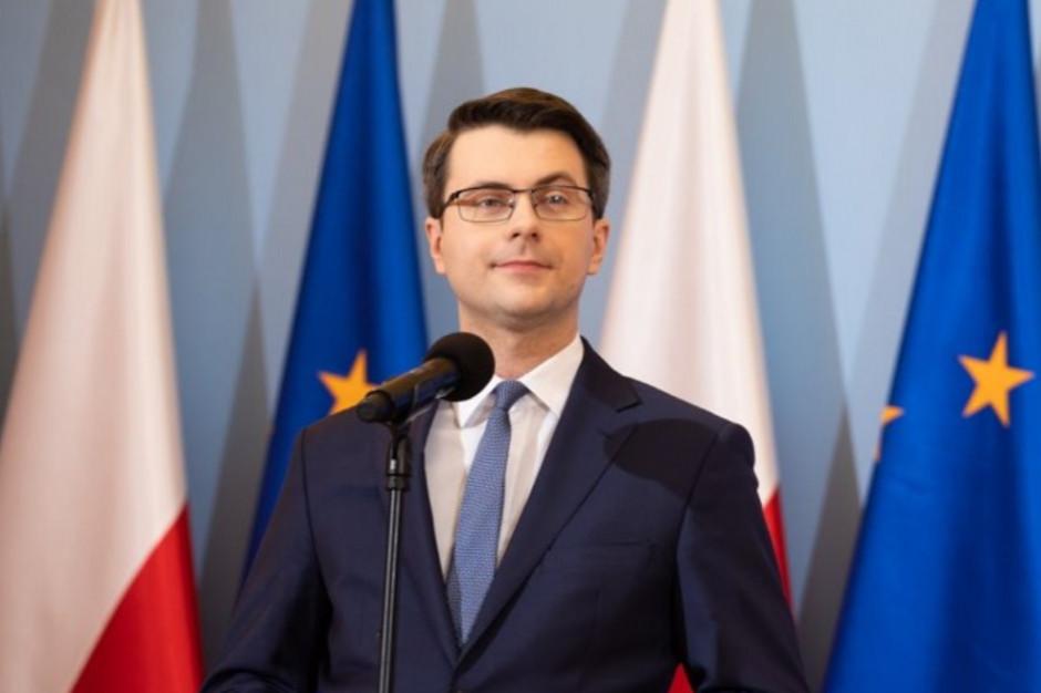 """Piotr Müller zarzuca samorządowcom """"elementarne kłamstwa"""" w sprawie Polskiego Ładu"""