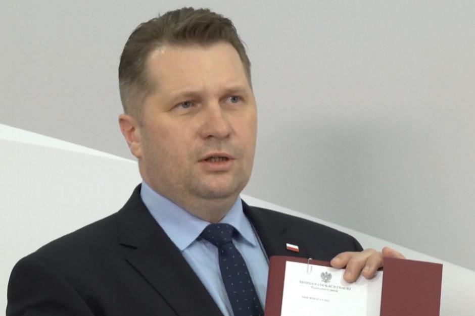Minister Czarnek dziękuje nauczycielom za wytrwałość i zapowiada podwyżkę płac