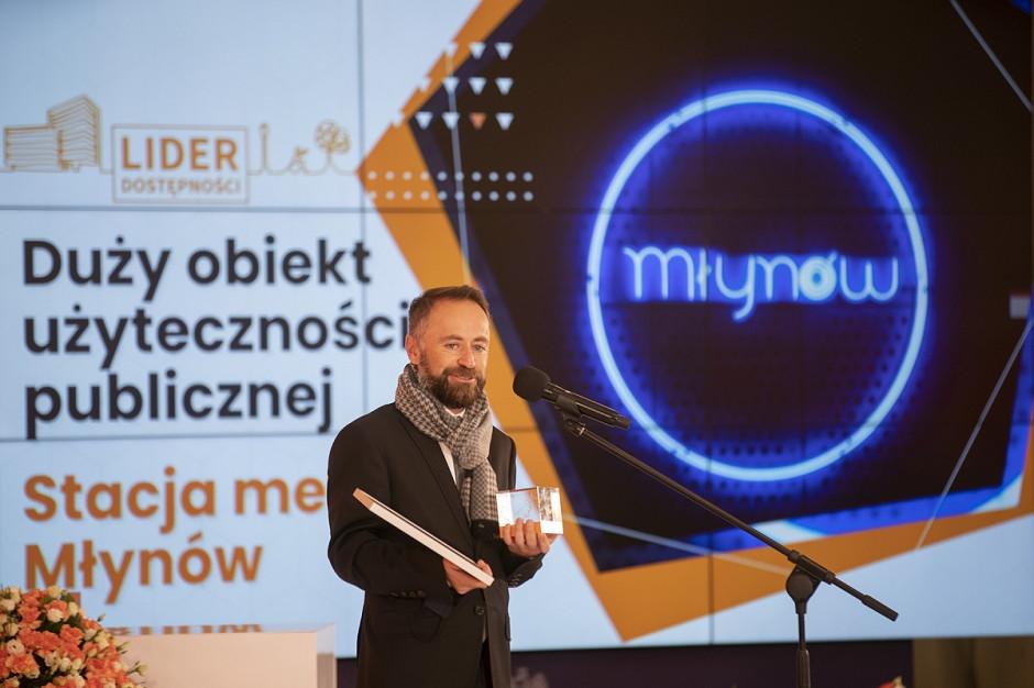 Stacja metra Młynów z tytułem Lidera Dostępności 2021