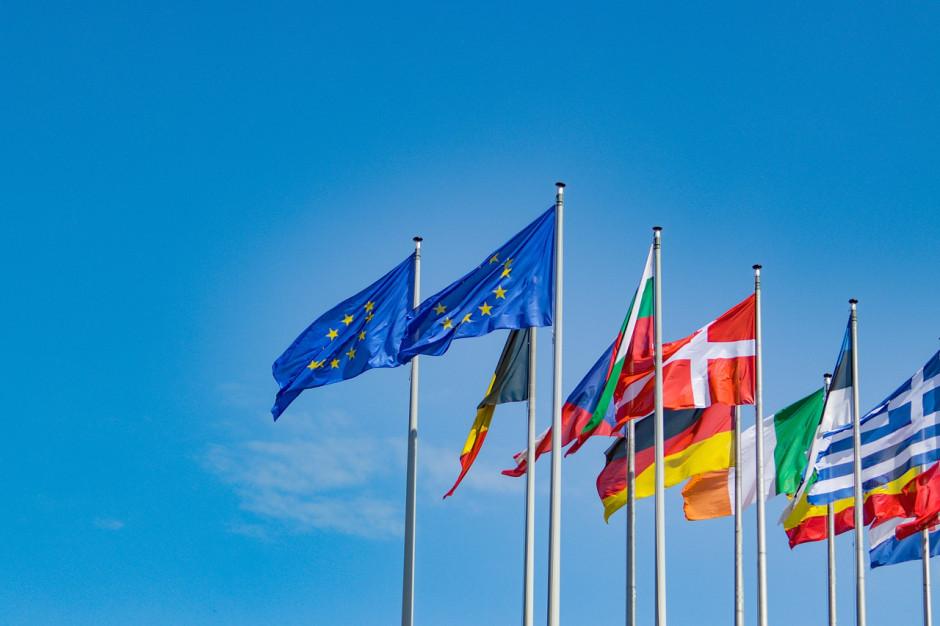 Radni Warszawy przyjęli stanowisko ws. utrzymania członkowska Polski w UE